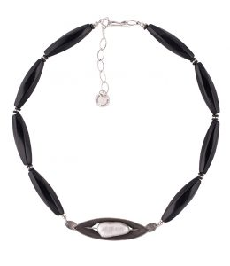 La pearl necklace